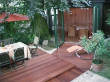 Holz-Terrasse mit mehreren Ebenen