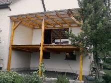 Überdachter Balkon aus Holz
