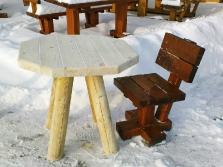 Kleiner Gartentisch und -stuhl aus Massivholz