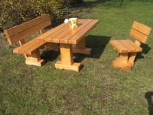 Gartenmöbel aus Massivholz